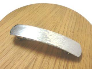 槌目模様のシルバーバレッタ