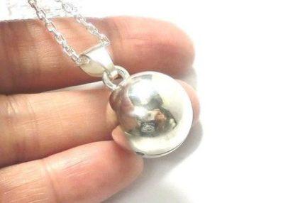 銀の鈴のネックレス直径17mm