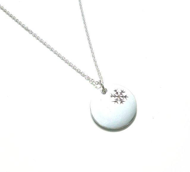 手作りシルバーアクセサリー/雪の結晶のネックレス