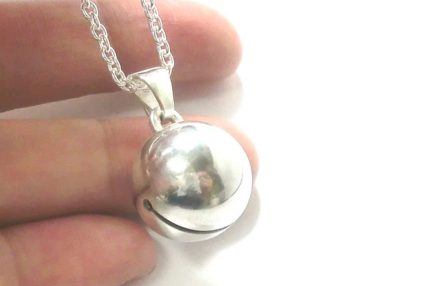 銀の鈴のネックレス直径15mm