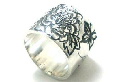 牡丹の花の平打ちリング