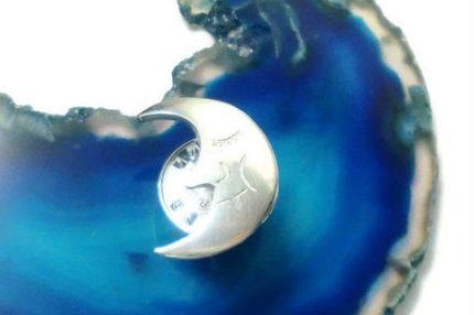 お月様のピンブローチ
