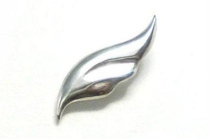 シンプルな羽のピンバッチ