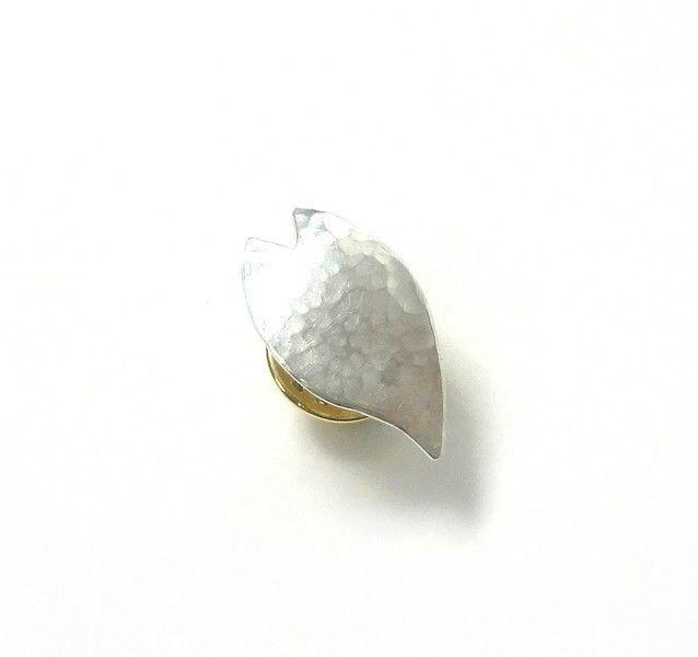 ピンバッチ/桜の槌目模様の花びらのピンブローチ